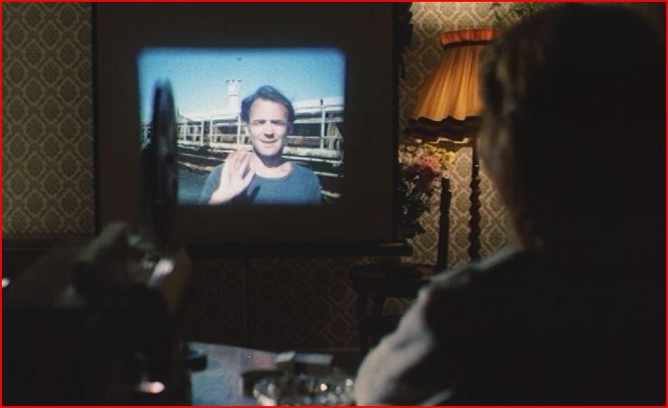 DLVB Femme de Paul regardant les films super8