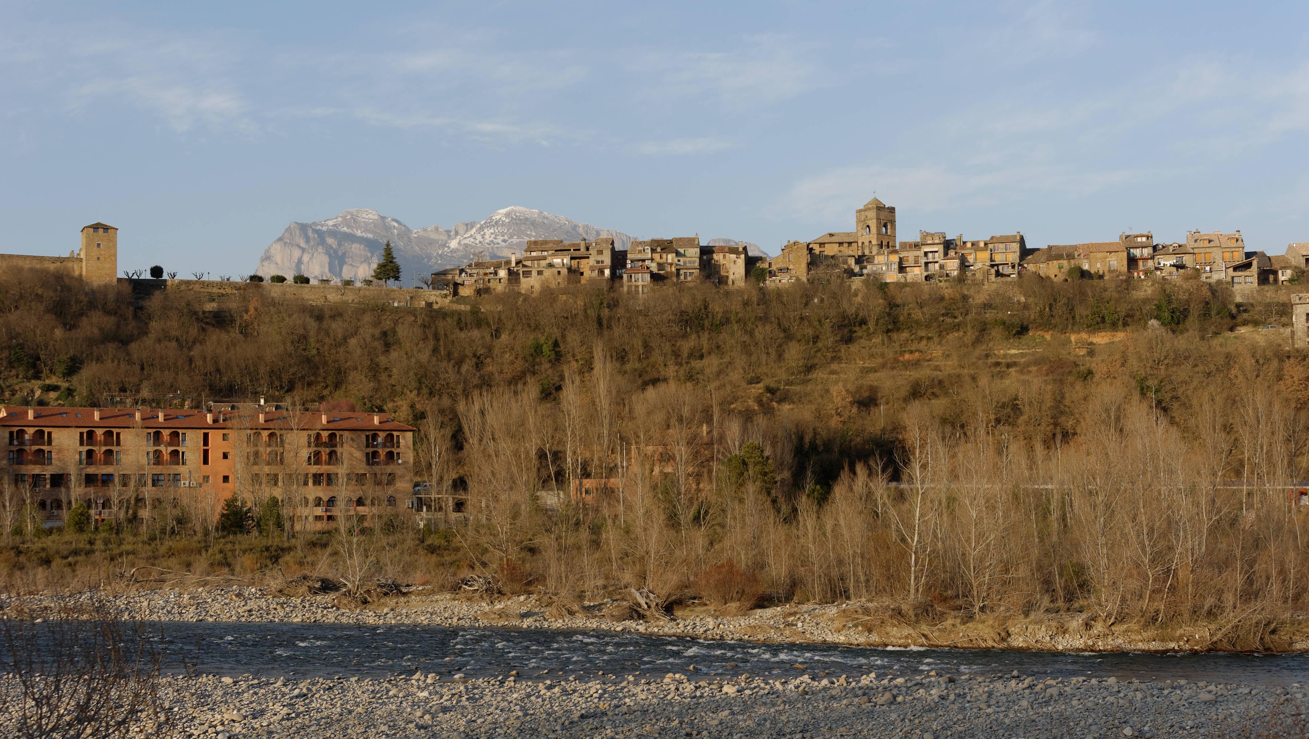 5836_en bas d'Ainsa (Sobrarbe Aragon)