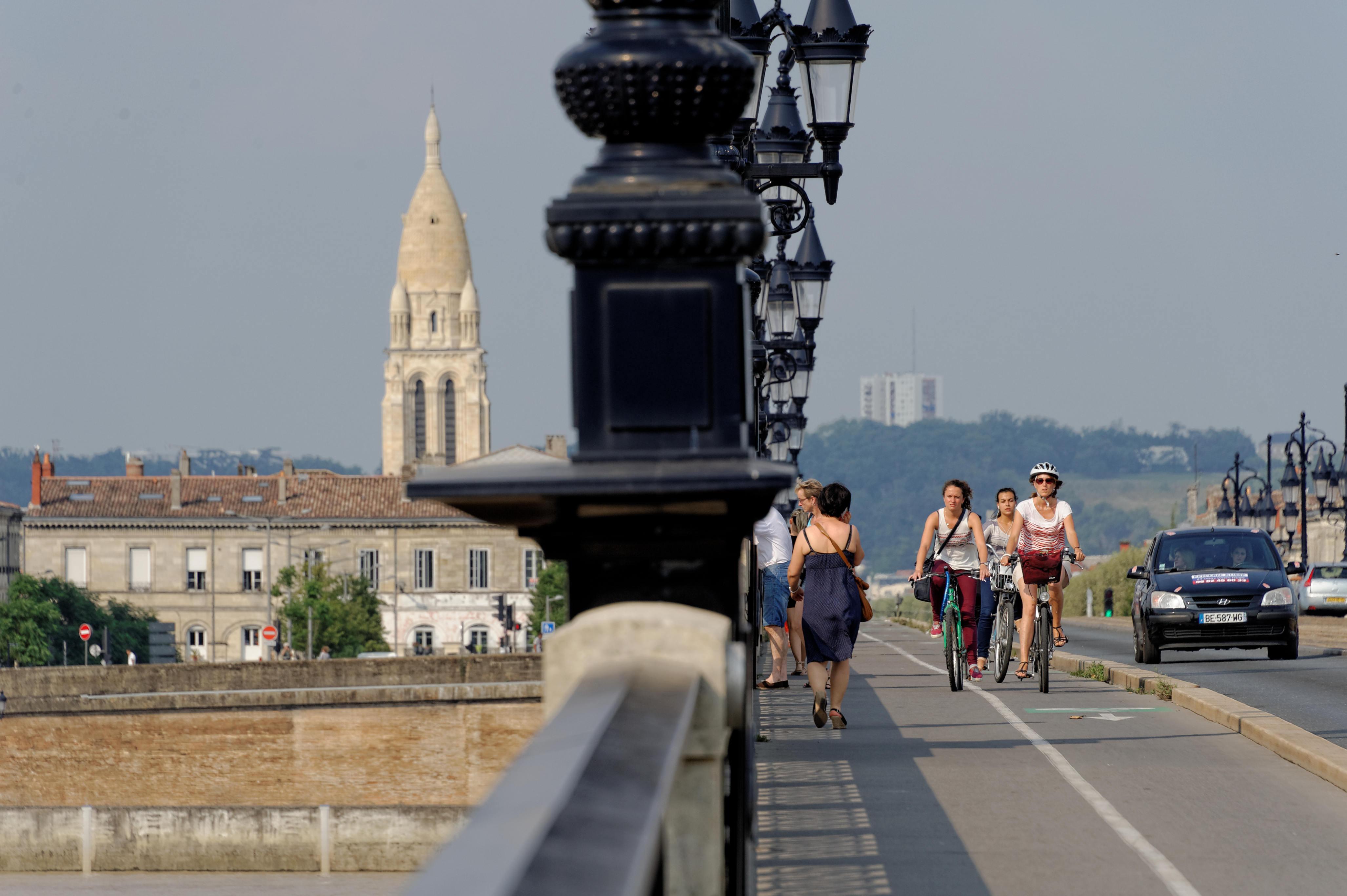 7820_Bordeaux - Rive droite vue du Pont de Pierre