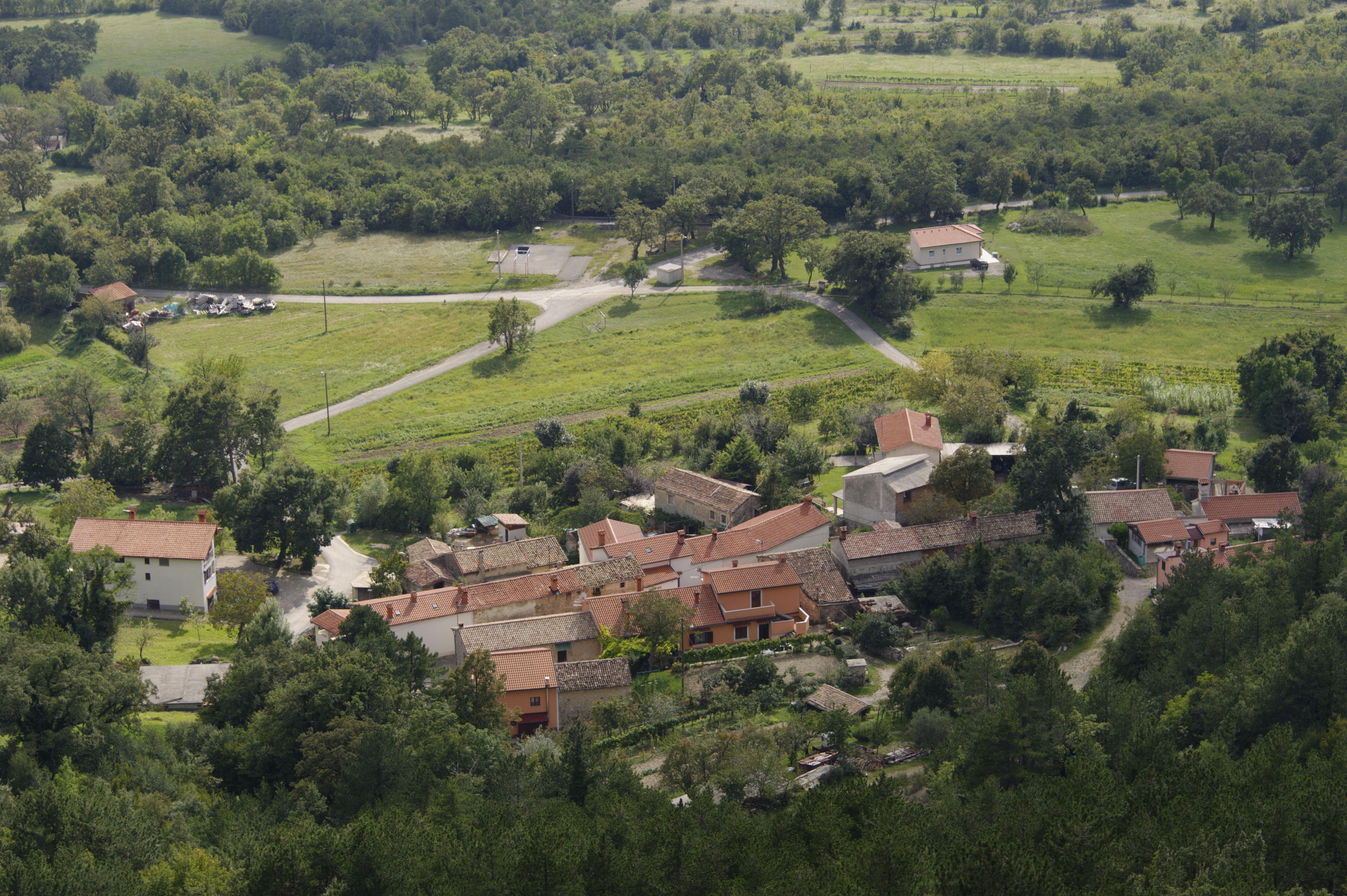 8837-Au dessus de Buzet (Istrie)