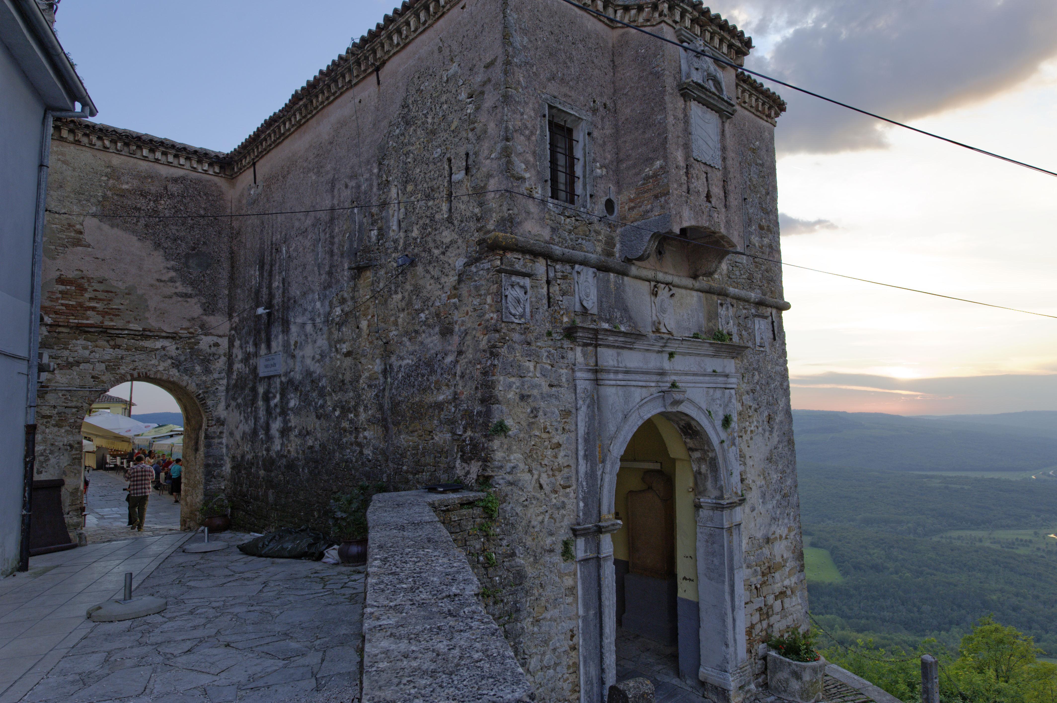 8907- Motovun (Istrie)
