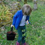 210404-(80) Roman trouve du chocolat (Dordogne)